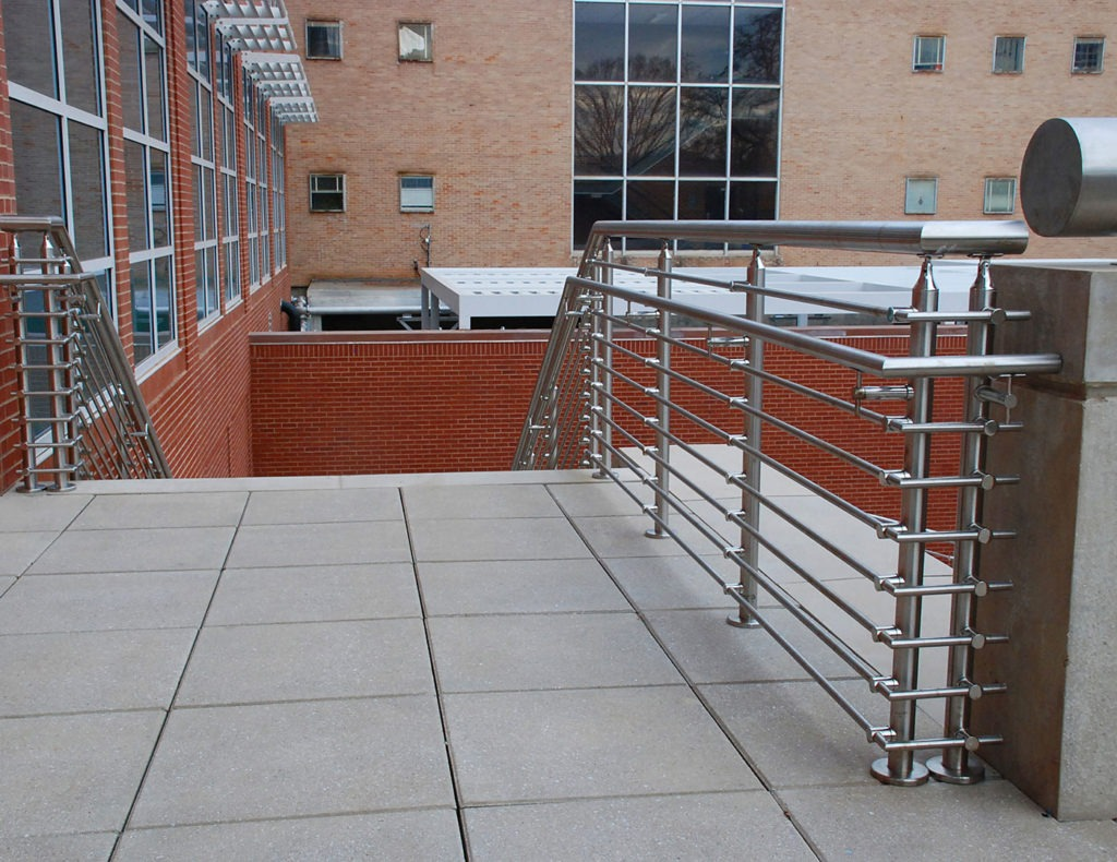 Low maintenance railing with lateral tube infills