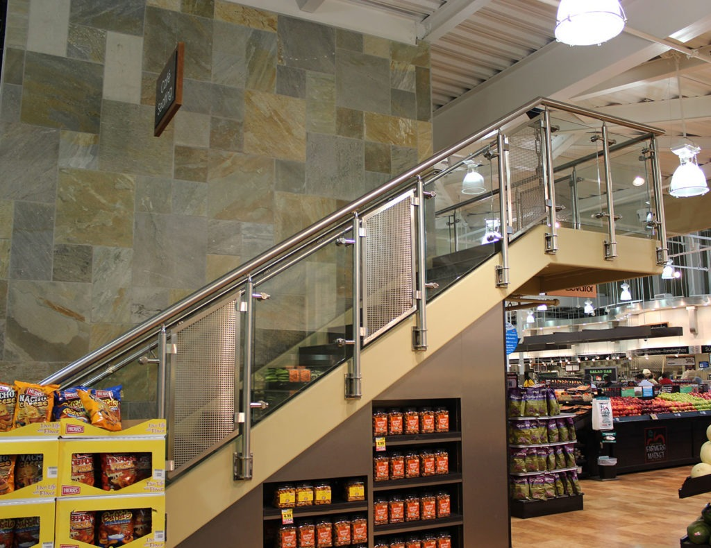 Southpark railing with alternating glass and stainless steel mesh panels
