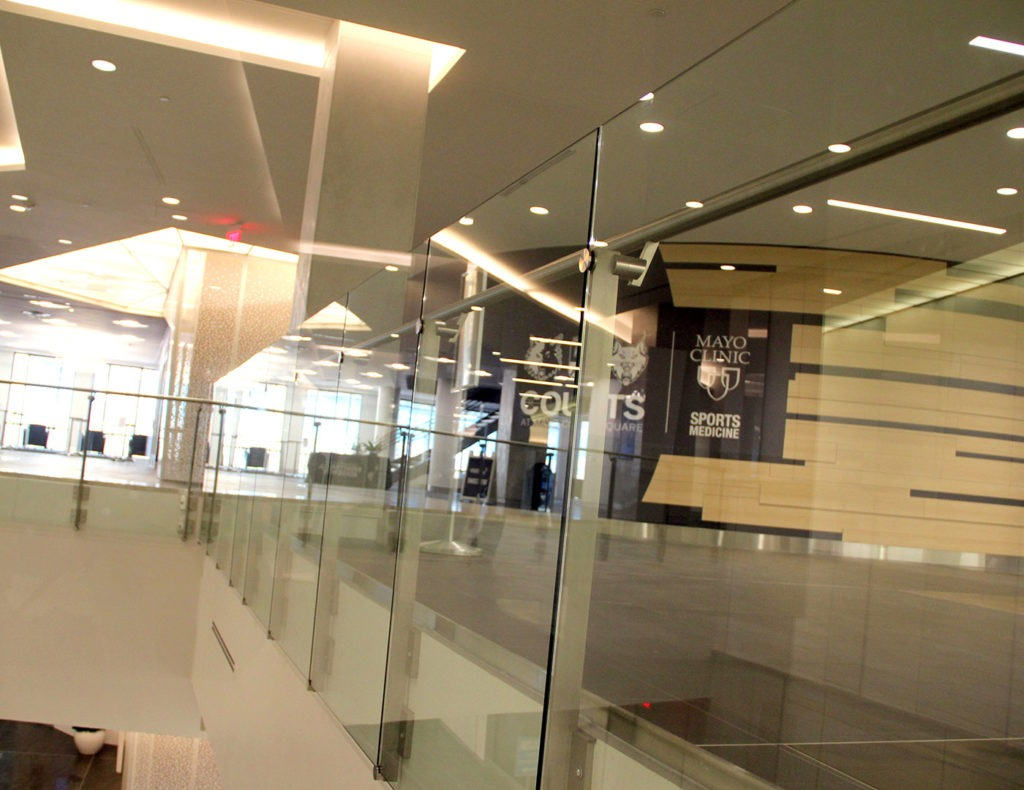 mayo_clinic_square_overhanging_glass_railing